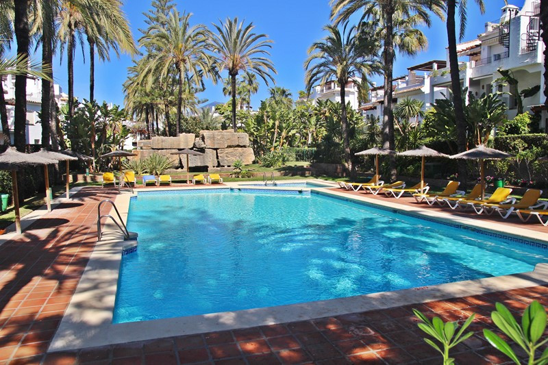 Fantastic 4 bedroom townhouse. Located in a good urbanization with two pool and gardens, very good l,Spain