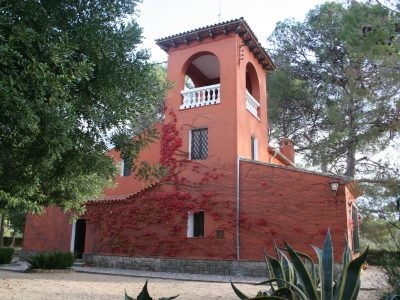 In a prestigious area of Ontinyent, this stunning villa stands privately in its own grounds. Walking, Spain