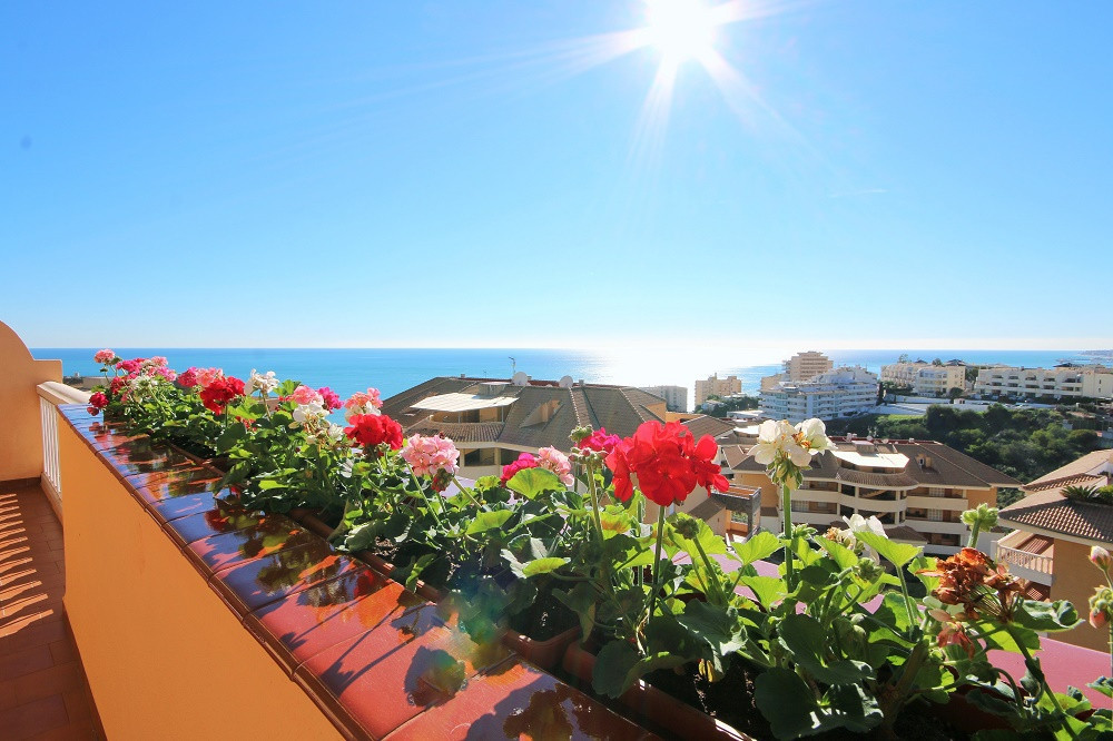Spectacular apartment ideally located just 2 minutes walk from the beach and train station.. It is d,Spain