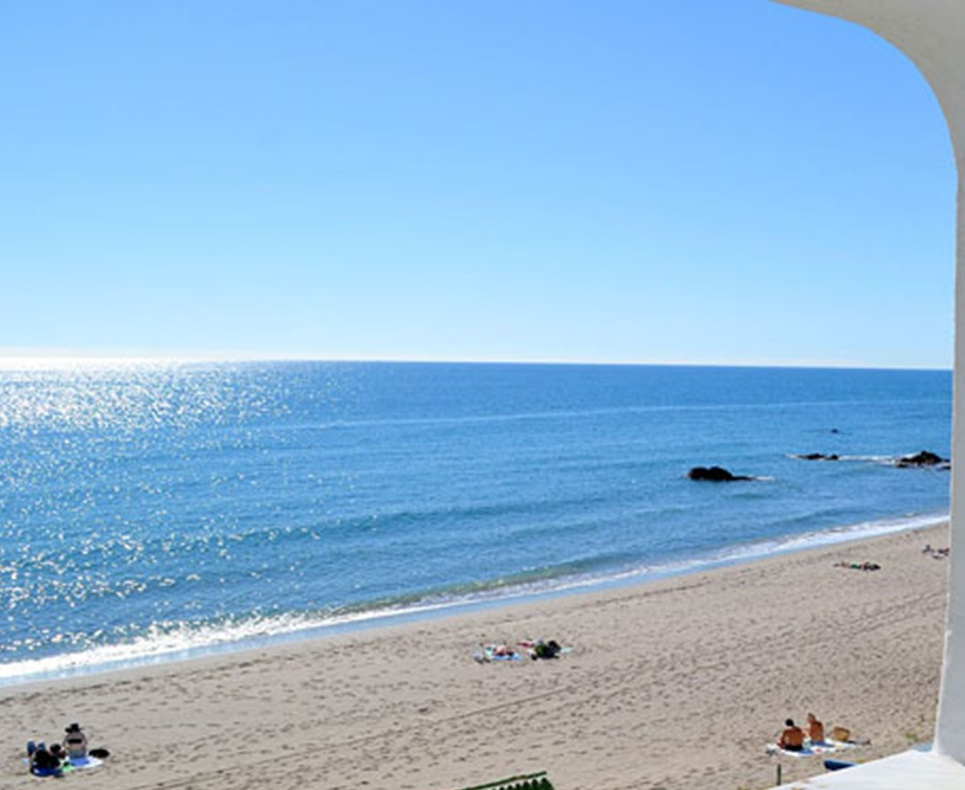****** Calahonda walking distance to the beach and amenities******  Lovely refurbished apartment in , Spain