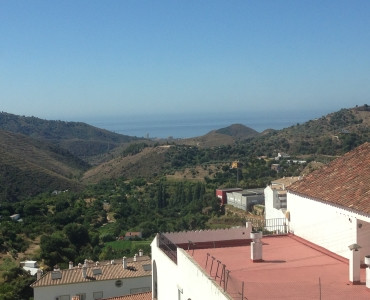 Property located in Ojen, Malaga. Middle floor apartment of 105m2 built. Consist of three bedrooms a, Spain