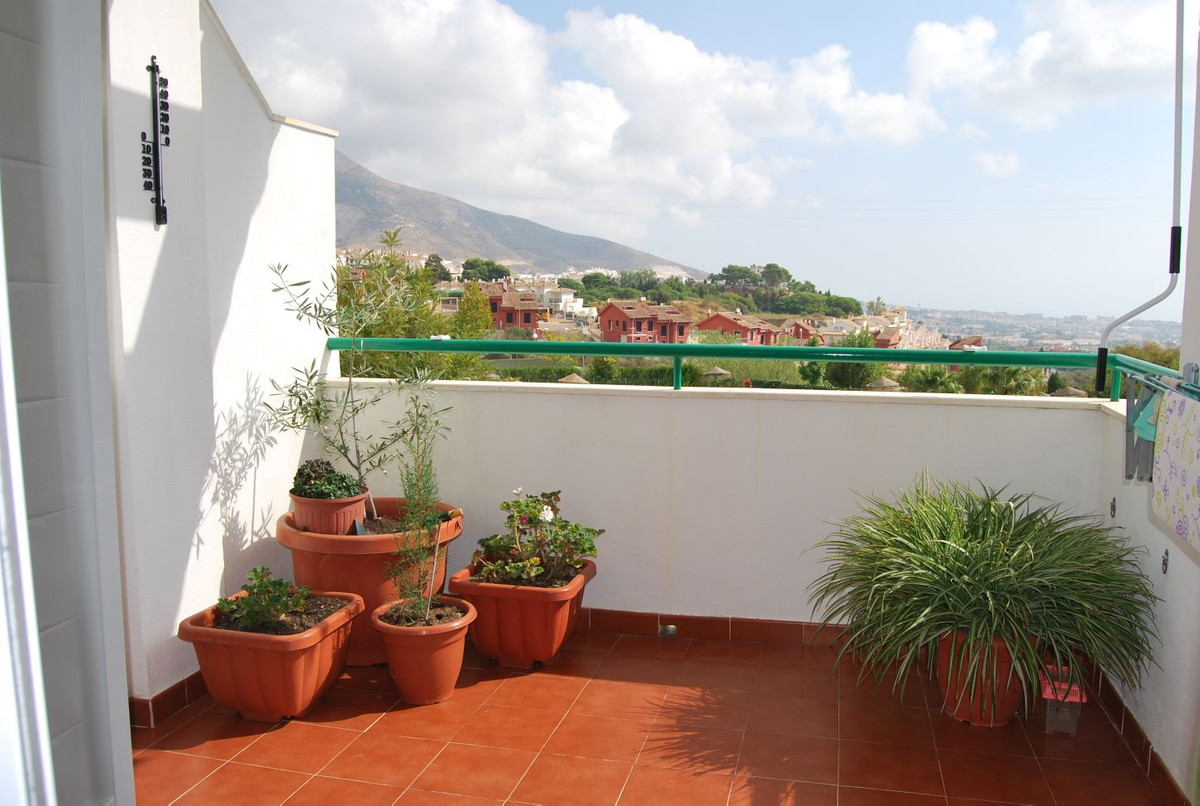 Immaculate two bed and two bathoom apartment in an excellent urbanization with easy access to all am, Spain