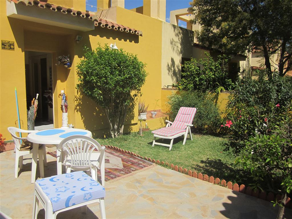 Excellent value modern 5 bedroom villa  offering flexible accomodation on 3 levels with seperate ent,Spain