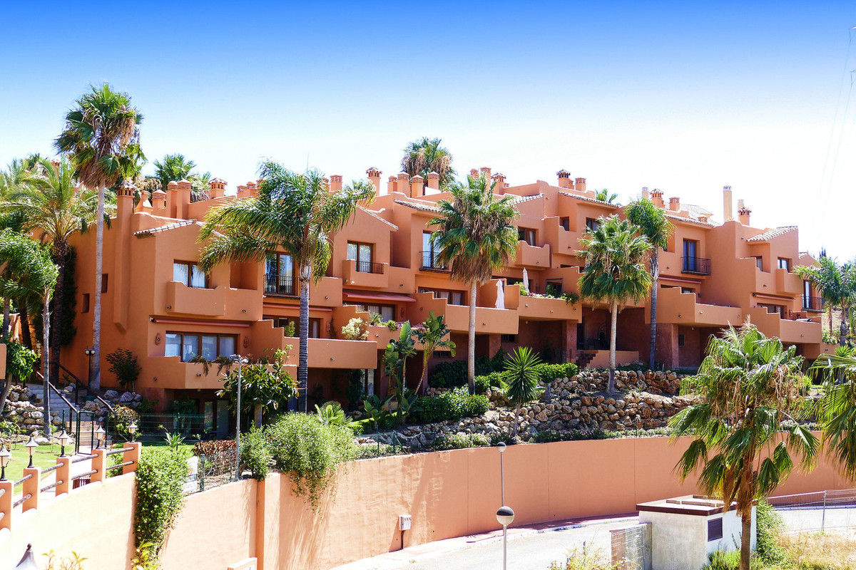 Large 3 bedroom townhouse in the gated community of Riviera Hill Club Located in Urbanization Rivier, Spain