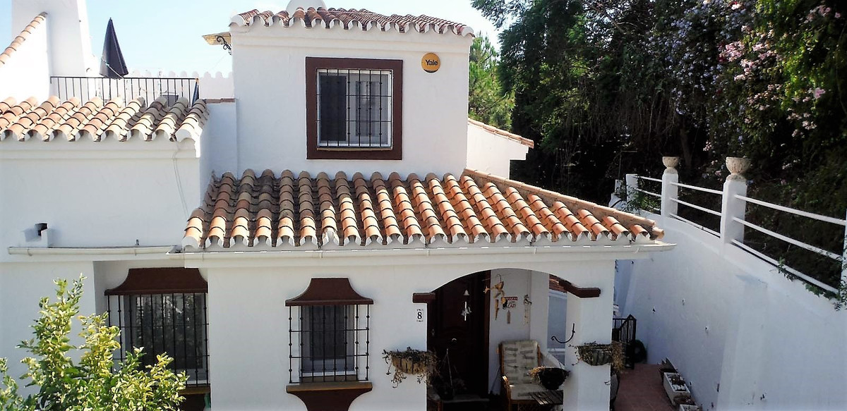 Lovely townhouse located in Mijas Costa in a private urbanization.  Consists of 4 bedrooms, 3 bathro, Spain