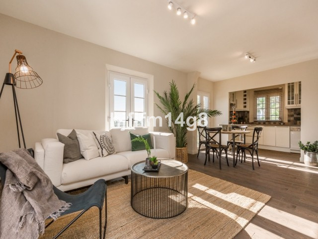 El Naranjal is a quiet and picturesque spanish style development. Thischarming corner unit is totall,Spain