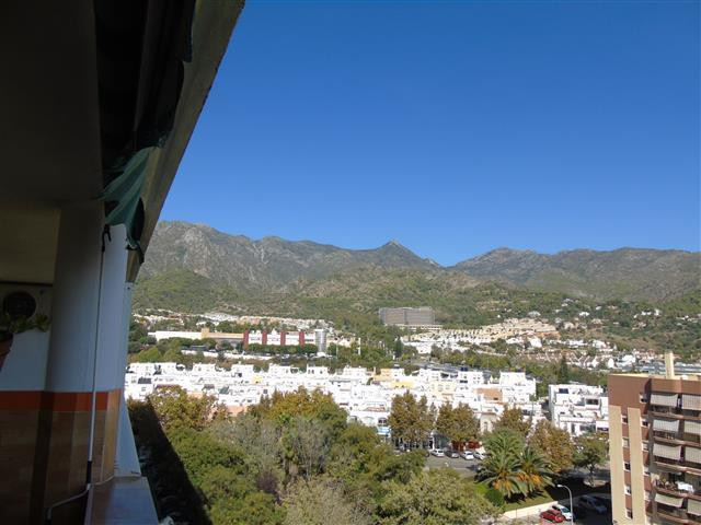 Flat in the upper area of Miraflores, near schools with all kinds of services and well connected wit, Spain