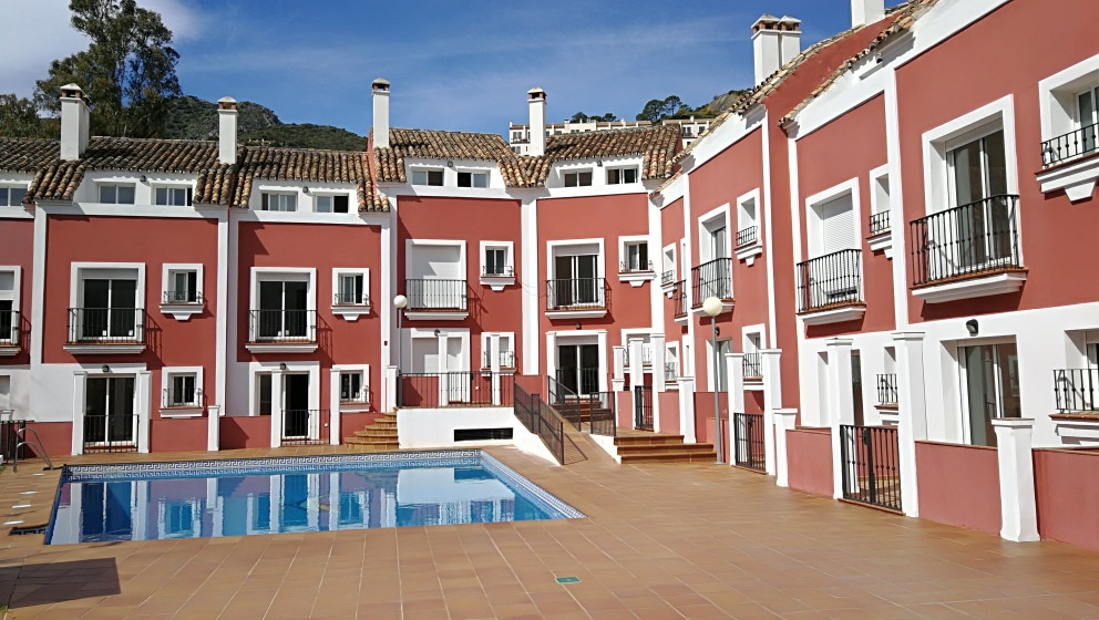 Complete private urbanisation of 10 townhouses each with 3 bedrooms with en-suite bathrooms, kitchen, Spain