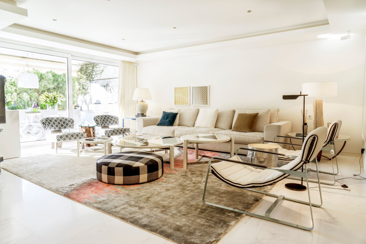 LUXURY BEACHSIDE APARTMENT IN MARBELLA – A truly exceptional middle floor apartment located in a hig,Spain
