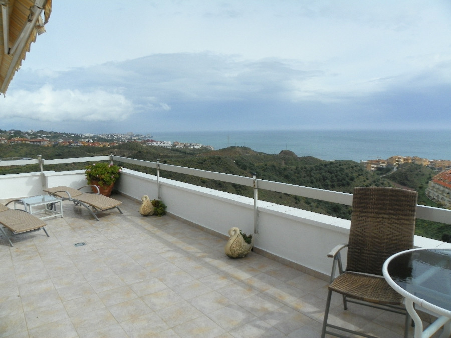 Stunning 3 bedroom penthouse located in Torreblanca  in Fuengirola. The property consist of 2 apartm, Spain