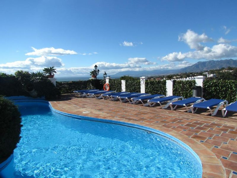 This Luxury spacious  townhouse is located in a charming urbanisation overlooking the 2nd green of C,Spain