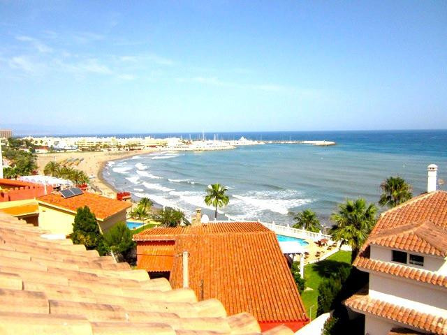 A beautiful modern large 1 bedroom apartment situated 02nd line beach with views to the sea and to t,Spain