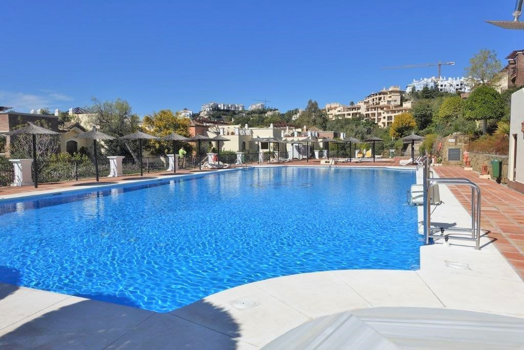 Los Arqueros Golf and Country Club. This fantastic spacious 3 bedroom apartment is situated in one o, Spain