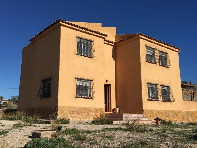 Large 4 bedroom villa in Muchamiel with open views and a substantial plot of land.  Year 2000 villa , Spain