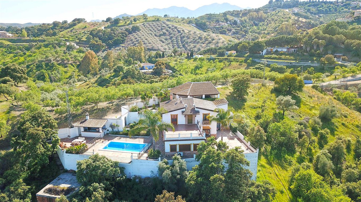 This stunning country house sits on an elevated plot overlooking the village of Alhaurin el Grande w,Spain