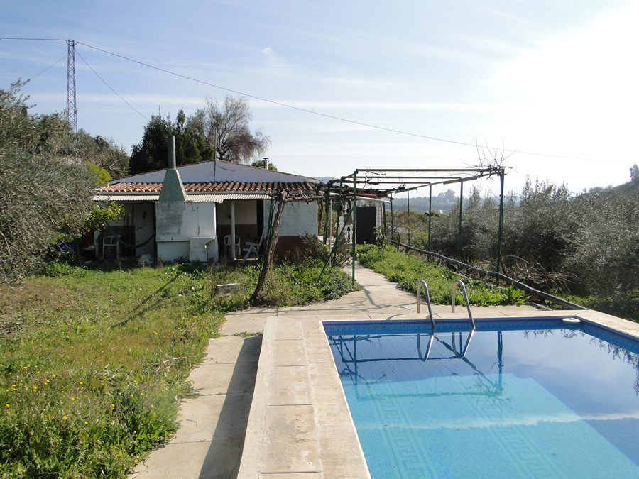 Small finca set in a peaceful location on a large flat plot of 5423m2 with private pool.  The house ,Spain