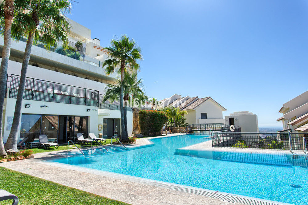 A beautiful 2 bedroom apartment in a luxury urbanization up in the tranquil and private area of Marb, Spain