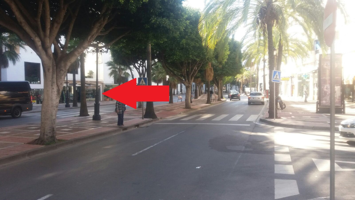Shop, Puerto Banus, Costa del Sol. Built 75 m².  Setting : Close To Port, Close To Shops. Views : St, Spain
