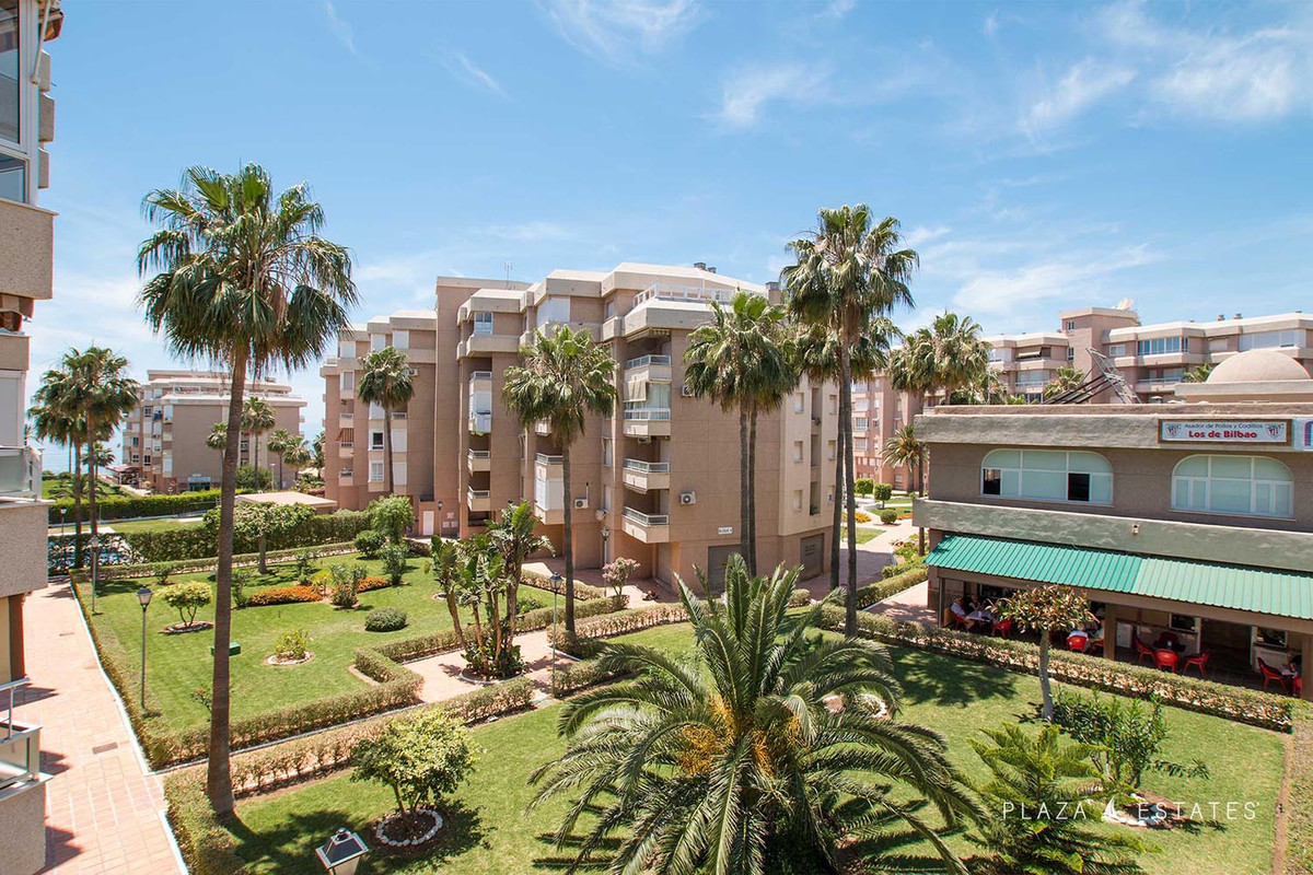 Magnificent apartment in a development located between the promenade of Torrox-Costa and the N-340 r, Spain