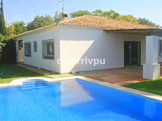 Great investment oportunity!Andalusian style bungalow just 200 meters from one of the best beaches o,Spain
