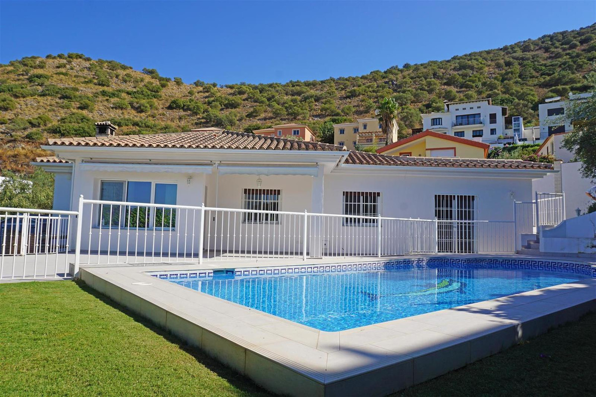 Completely refurbished detached villa with a private pool. The property has 3 double bedrooms (all w,Spain