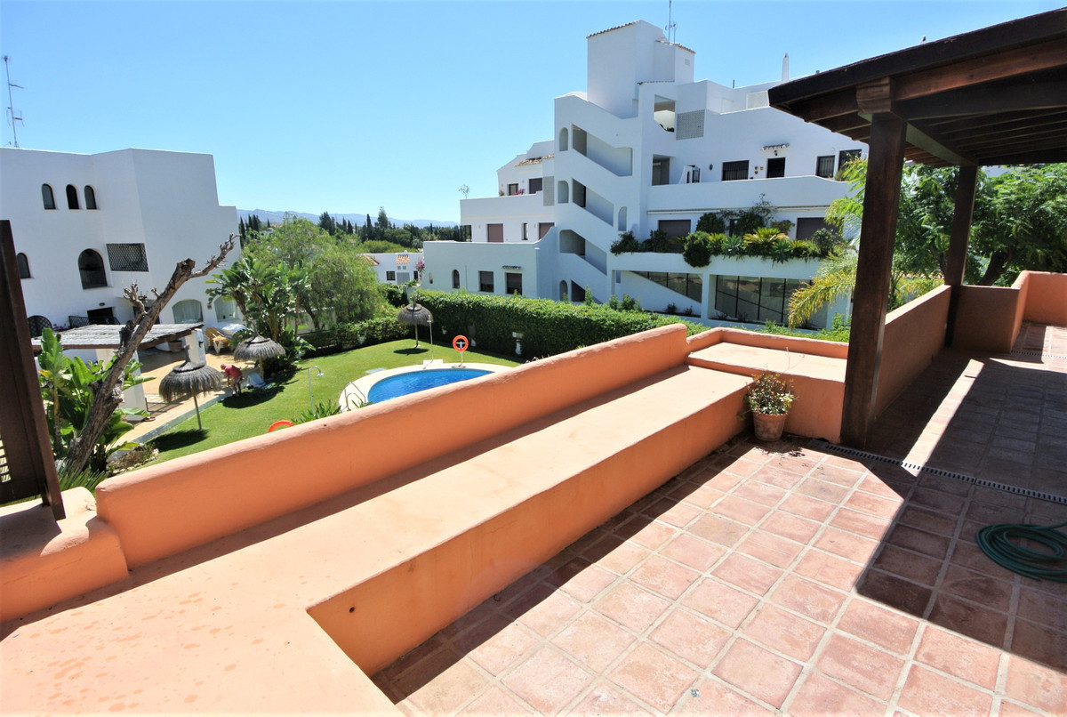 This apartment is located in a gated urbanization with pool and tropical garden, in Las Lomas del Ma,Spain