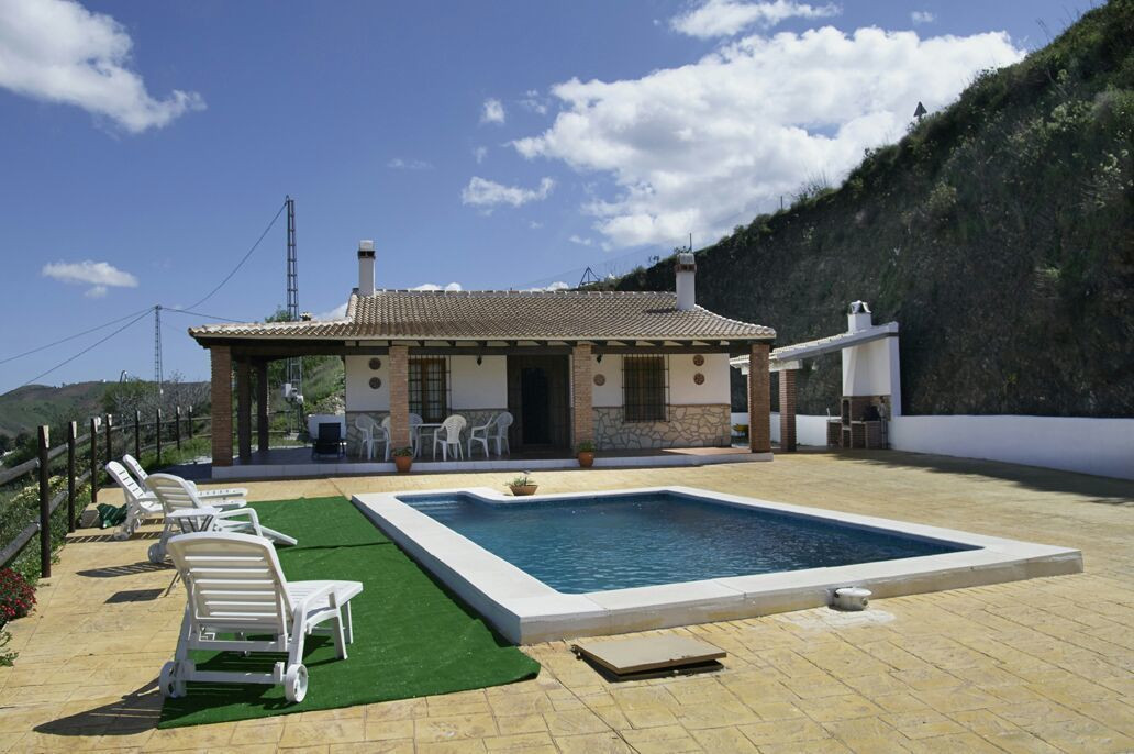Great independent Villa located in a natural setting 2km from Almarchar and 15 minutes to Rincon de , Spain