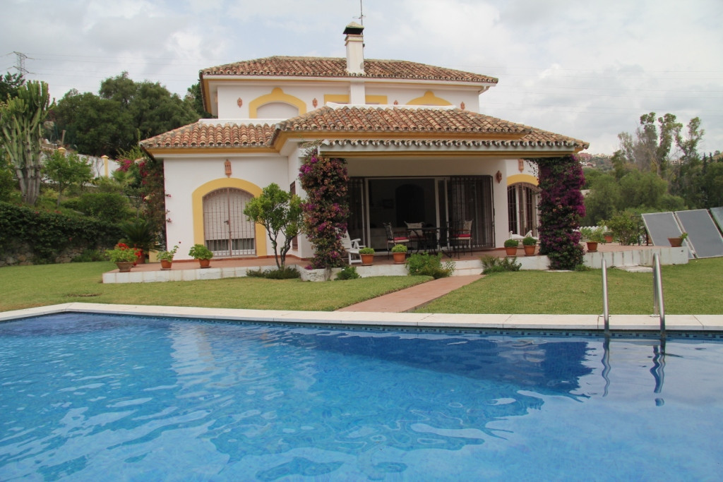 CHARMING VILLA  SITUATED IN A COUNTRY SIDE URBANISATION, ONLY 3 KMS NORTH OF SAN PEDRO.  ACCOMMODATI,Spain