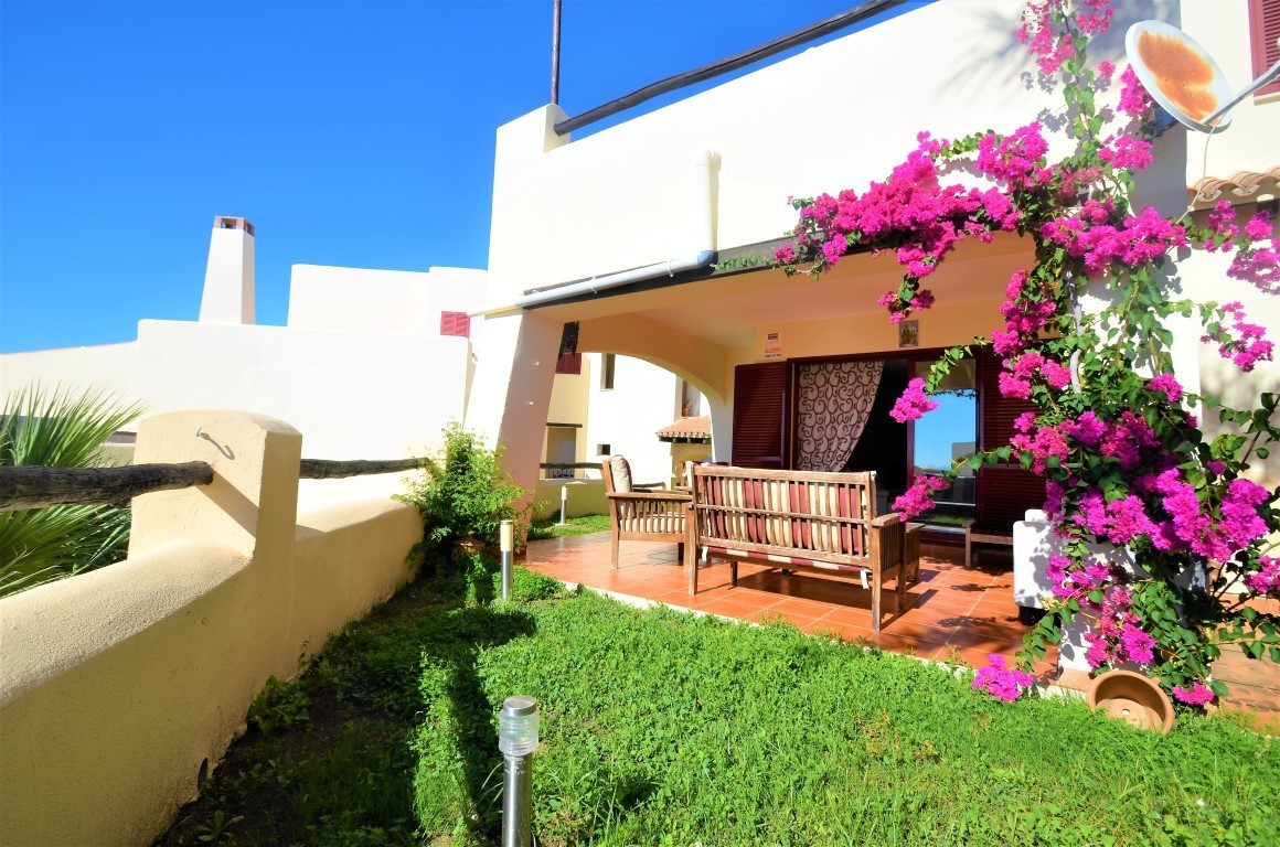 Beautiful ground floor aparment with large private garden and beautiful views of the sea, mountains ,Spain