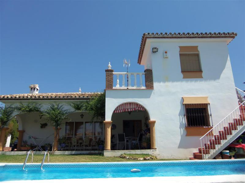 Spacious villa situated on a quiet urbanisation within walking distance to town. The property has a , Spain