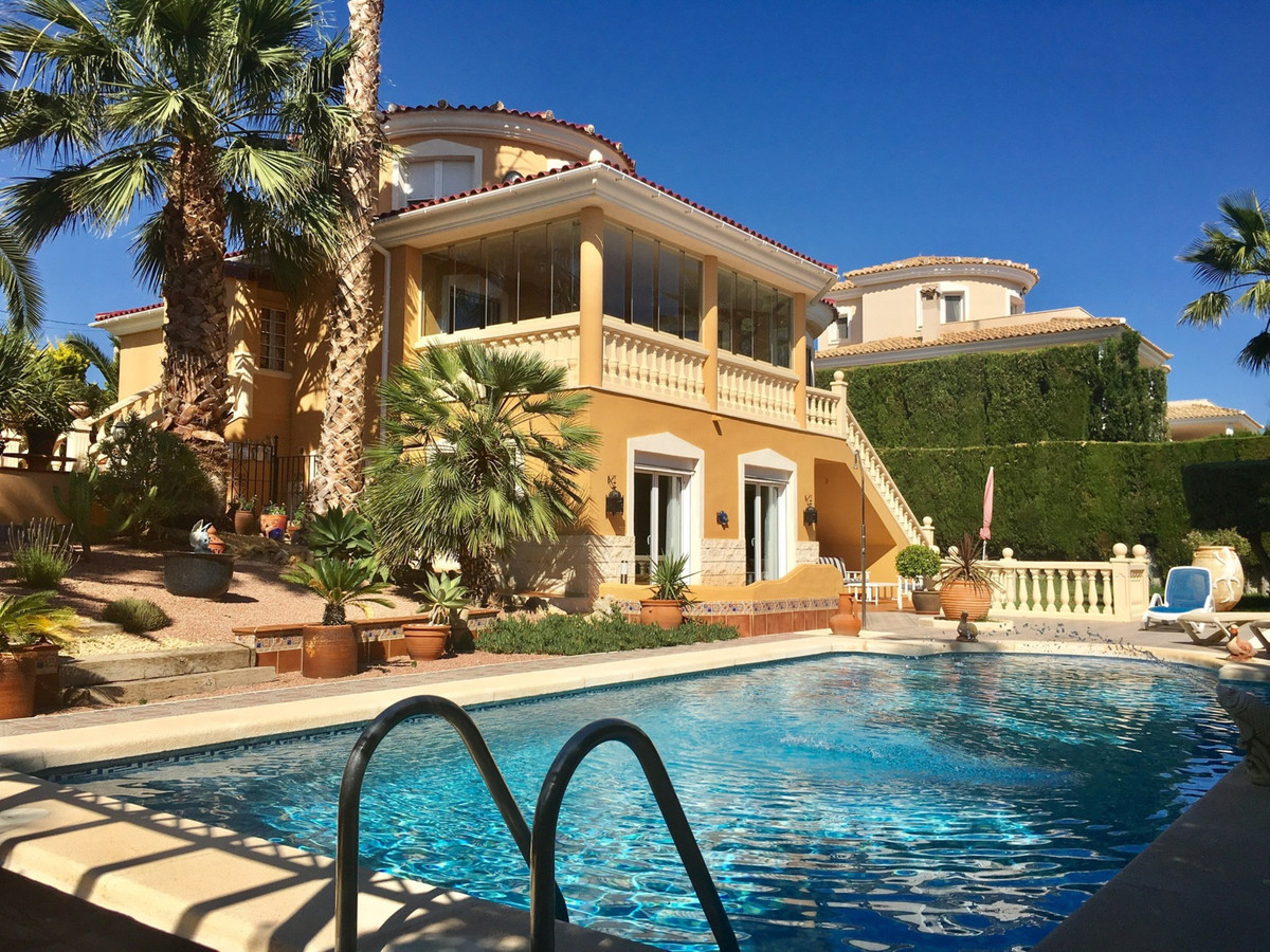 Beautiful villa with 5 bedrooms with private pool and garden, in the corner of a residential area.  ,Spain