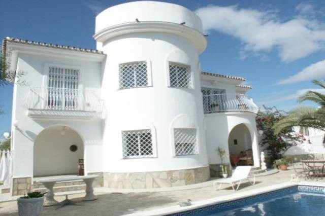 Villa,  Quiet,  Furnished,  Fitted Kitchen,  Parking: Garage,  Pool: Private,  Garden: Private,  Fac,Spain