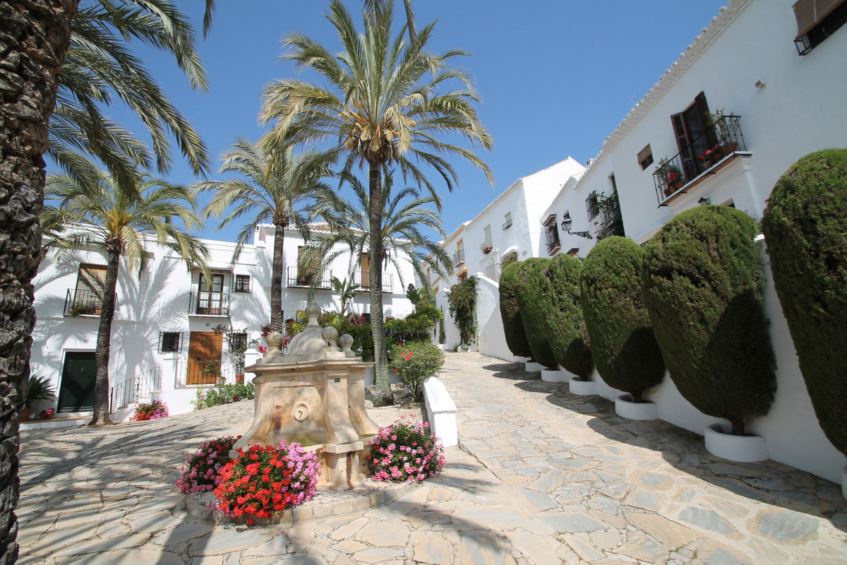 South facing tastefully refurbished two bedroom townhouse very well positioned on the exclusive Gold,Spain