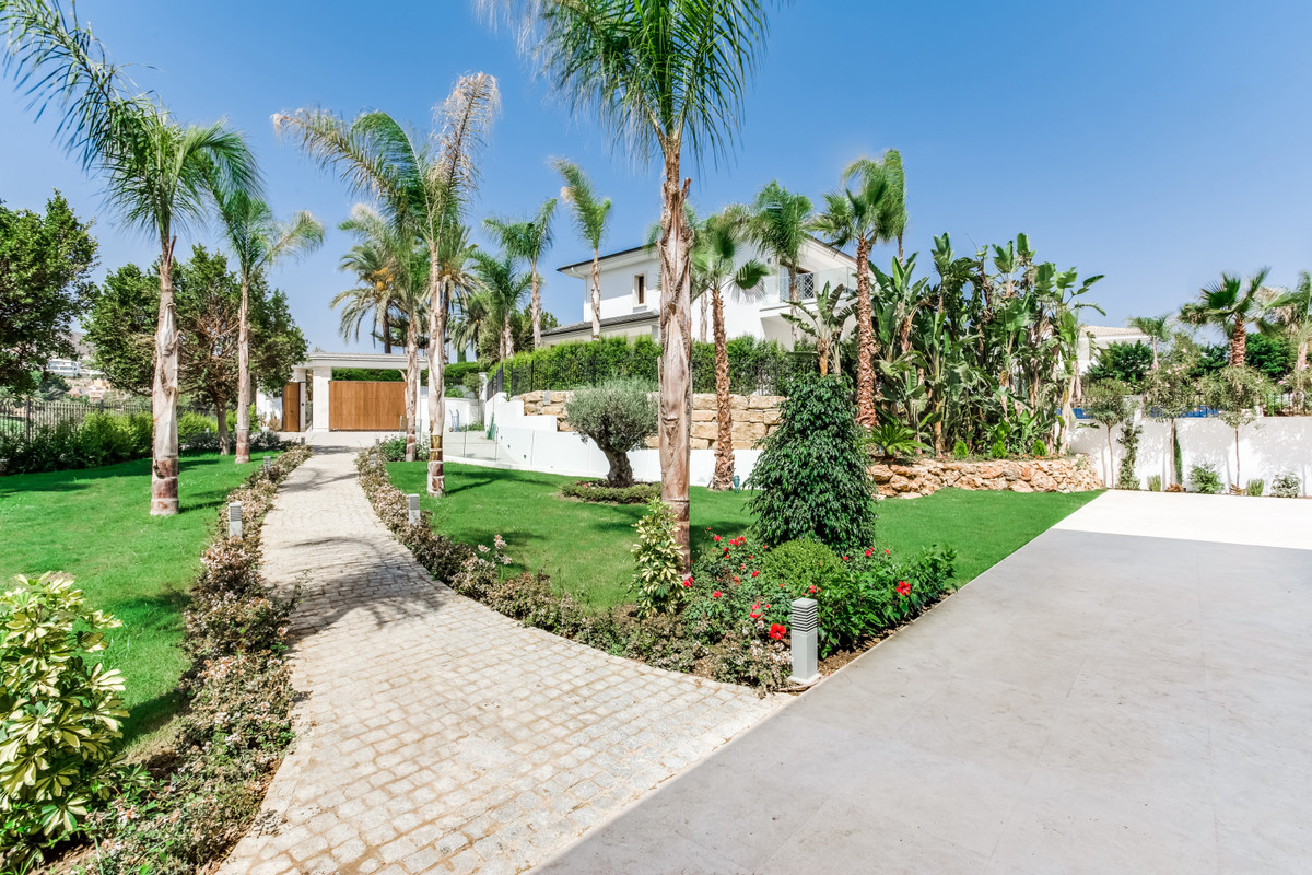 Villa Maria has a true five-star location. It is situated in a prestigious zone Nueva Andalucia, jus, Spain