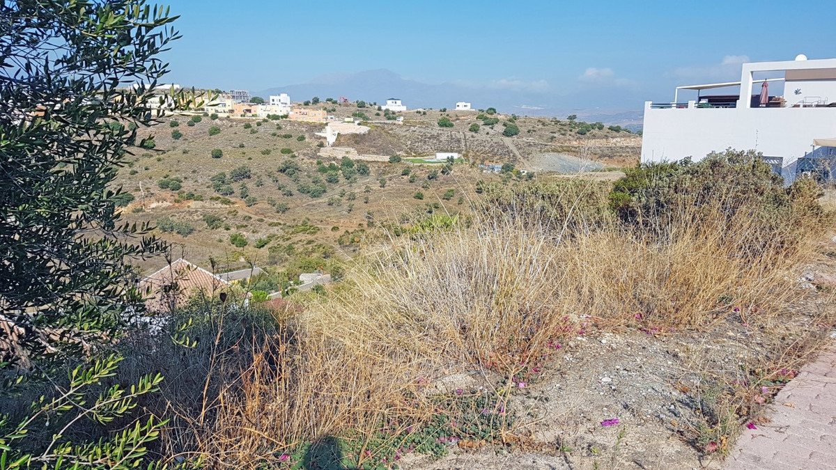 A fabulous urban plot with superb views, on which a detached villa can be built. Located on a popula,Spain