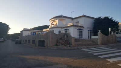 Large commercial property with excellent access to the N340. Compromises  3 bedroom 2 bathroom apart,Spain