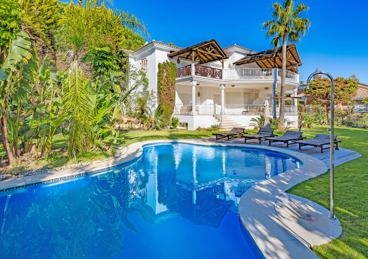 Beautiful villa situated in Sierra Blanca, one of the most sought-after areas on the Golden Mile, on, Spain