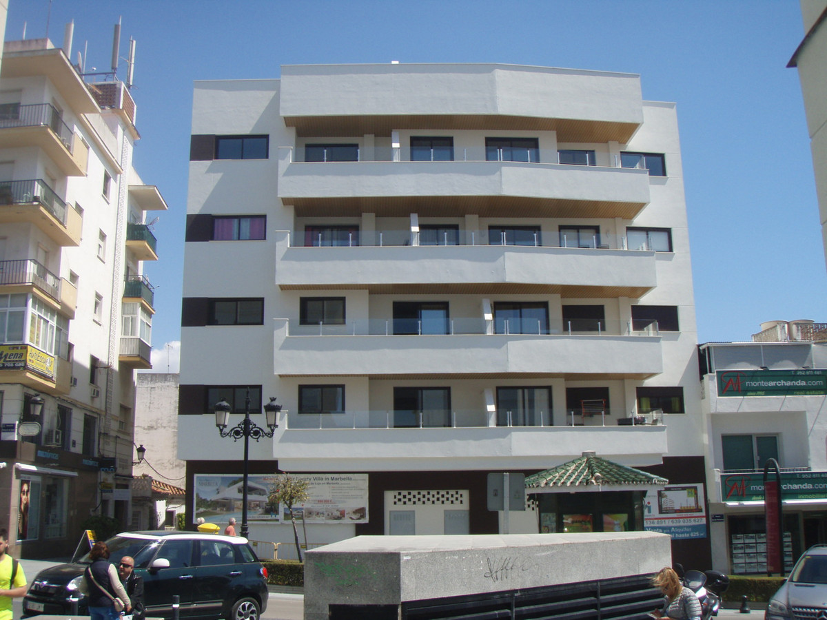 New building in the centre of San Pedro town, ready to move into. The penthouse apartment has 3 bedr,Spain
