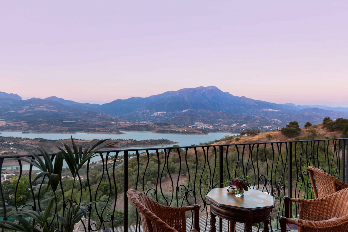 FREEHOLD - Elegant hotel or B&B surrounded by nature  Unique opportunity, this is one of a kind.,Spain