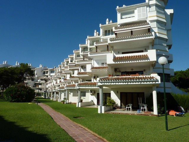 Very spacious 2 bedroom 2 bathroom apartment, situated beach side giving easy access to the beach. L,Spain