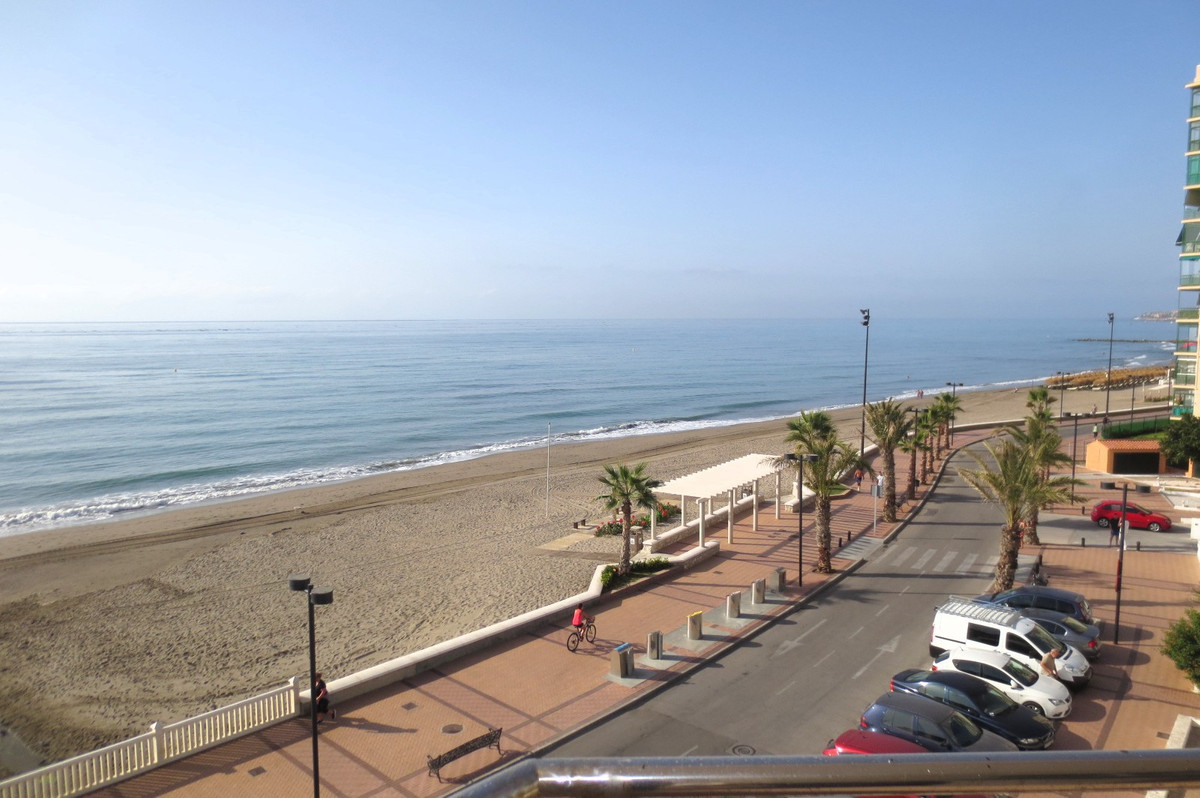 Middle Floor Apartment, Fuengirola, Costa del Sol. 3 Bedrooms, 2 Bathrooms, Built 97 m², Terrace 22 , Spain