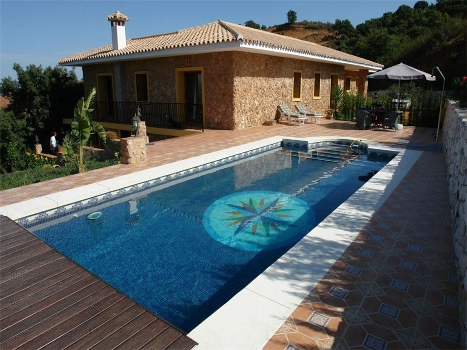 This beautiful finca is located near the German school in La Mairena and close to various golf cours, Spain