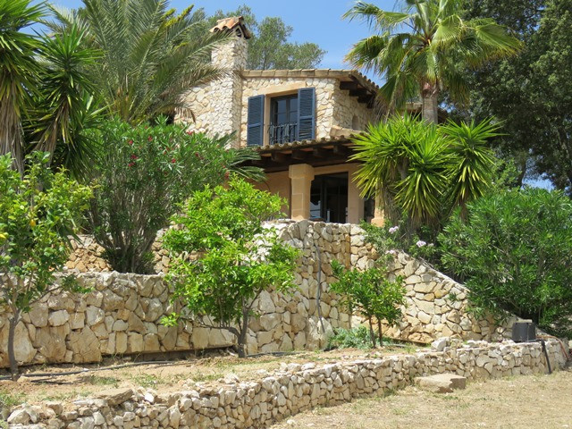 This finca is beauty full positioned in the 8000 m2 plot only a few miles outside the pittoresk vill, Spain