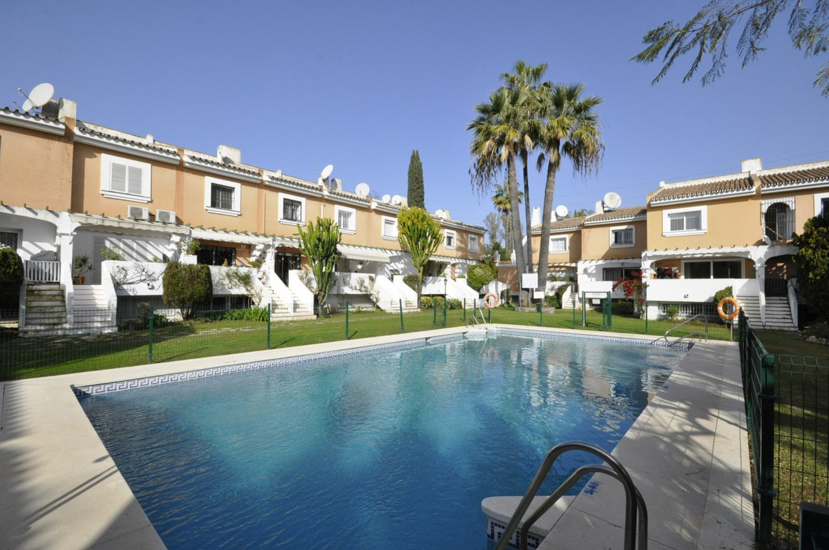(R2862149) FIVE BEDROOM TOWNHOUSE IN THE GOLF VALLEY.- South facing townhouse in a gated community, , Spain