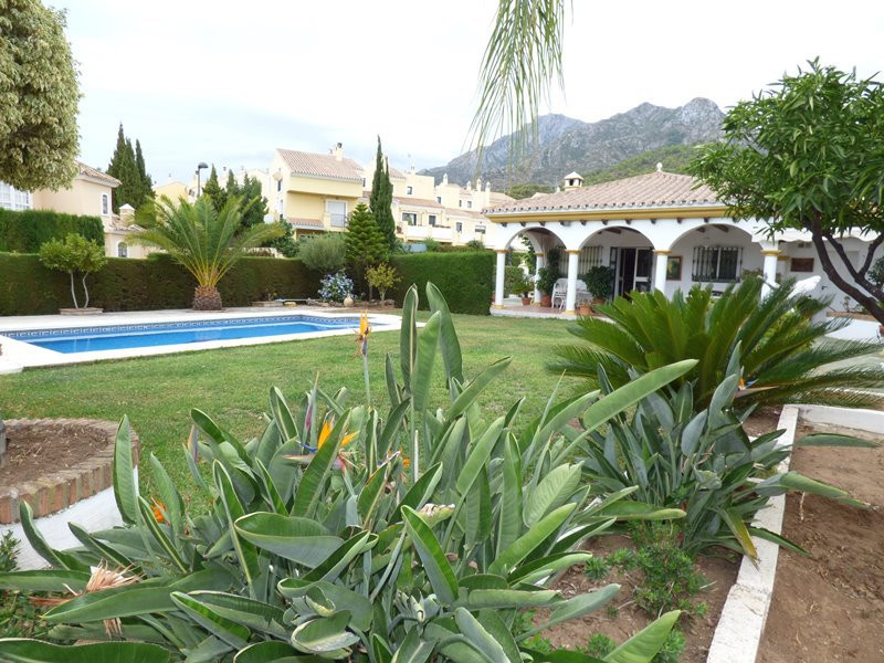Villa in Marbella in a quiet area just minutes from downtown within a residential area. At the same ,Spain