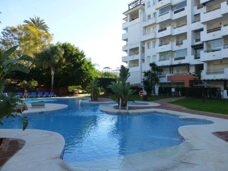 Puerto Banus - Medina Gardens. 3 bedroom apartment in gated complex with swimming pool, paddel tenni,Spain