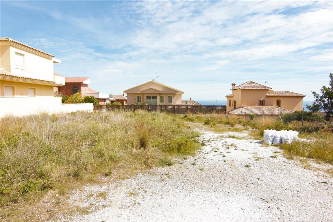A cheap 600m2 plot completely flat with outstanding sea views in the urbanization Retamar (Buddhist Spain