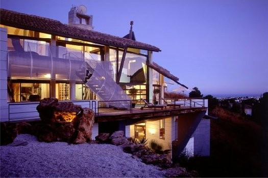 Lovely modern style house located in the well known and prestigious area of La Quinta, on a large pl,Spain