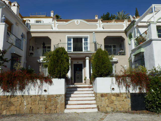 A absolutely immaculately presented 3 bed town house in the popular urbanisation of La Heredia. Dist, Spain