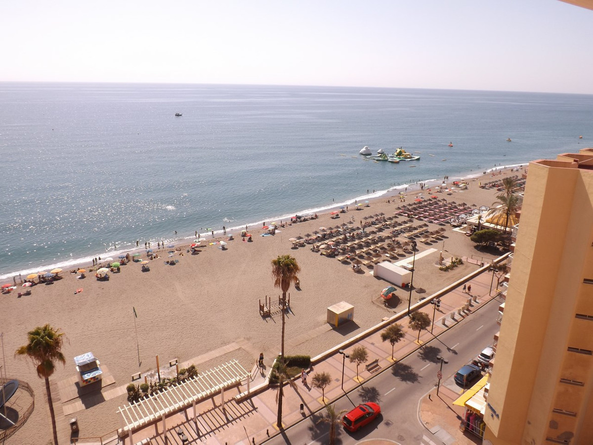Fuengirola Beachfront  Location!This property is perfect for those who love the beach and a sea view,Spain